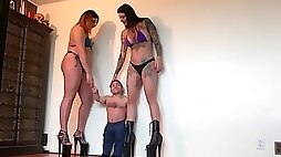 giantess and a small dwarf