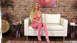 Wild babe Linzee Ryder had a great time alone in a live cam