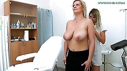 European MILF masturbates With Very Huge Breasts Comes To Gyno Doctor