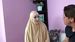 Muslim Milf Pays For Service With body