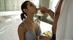 Wild Latina bitch Veronica Leal deserves unstoppable missionary anal