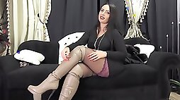 Curvy mistress in boots joi