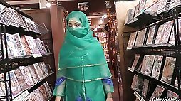Hot Pakistani chick Nadia Ali sucks dick in the glory hole room
