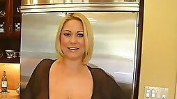 Nasty mature blonde seduces young repairman and fucks her pussy with him